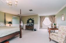 Margarets Room - Christopher Place Resort - 3
