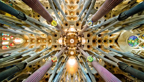 1280px-Sagrada_Familia_nave_roof_detail