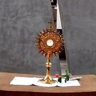 Dieses Bild hat ein leeres Alt-Attribut. Der Dateiname ist 200611_Eucharistie-Kind-Jesus-Kapelle.jpg