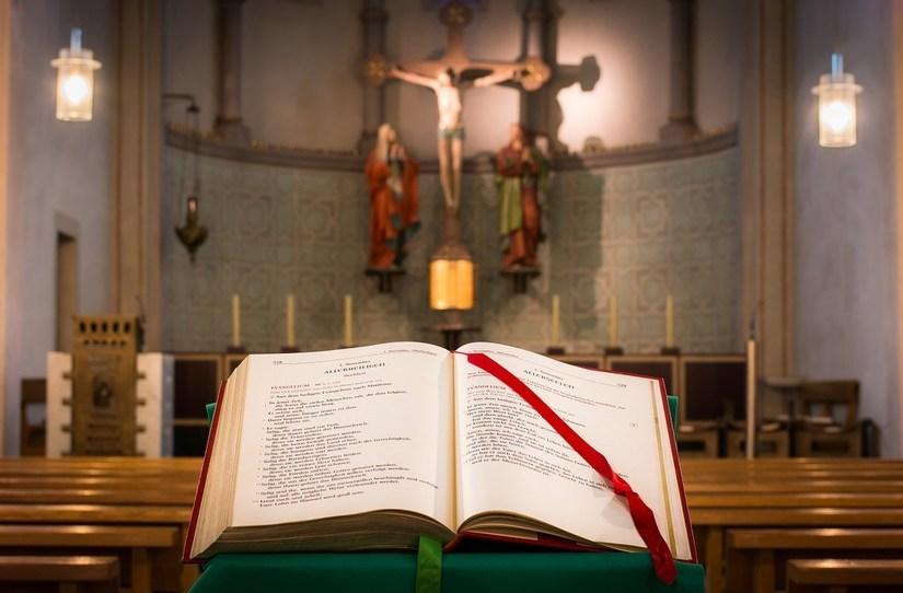 https://pixabay.com/de/photos/kirche-bibel-christus-jesus-kreuz-1024315/