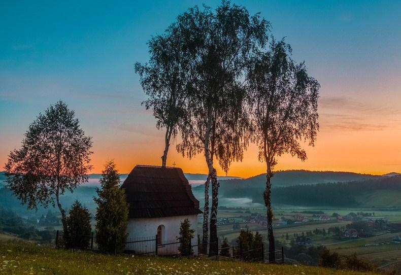https://pixabay.com/de/photos/kapelle-%D0%BA%D0%B0%D1%86%D0%B2%D0%B8%D0%BD-sunrise-3755000/