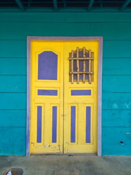 So many beautiful colour combinations... This is one of the first doors that I photographed.