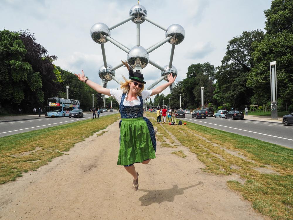 Dirndl Atomium Brüssel Belgien