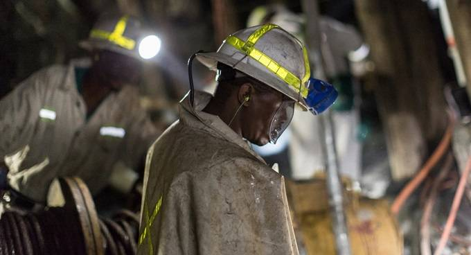 Mine workers get 327 percent pay increase