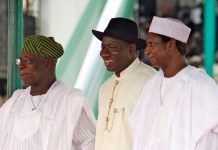 FILE PHOTO: A court has ruled that Nigeria's Presidents since 1999 declare payments to electricity contractors