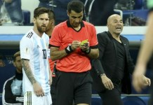 Jorge Sampaoli spoke to Lionel Messi before Sergio Aguero was introduced