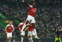 Danny Welbeck scores as Arsenal beat Lisbon to stretch winning streak