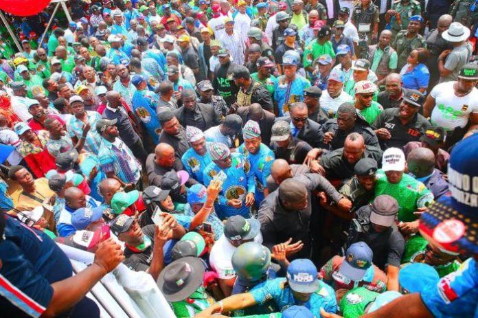 The crowd at the Lagos APC rally shortly before the attack on MC Oluomo, NURTW, Babajide Sanwo-Olu, Governor Akinwunmi Ambode,