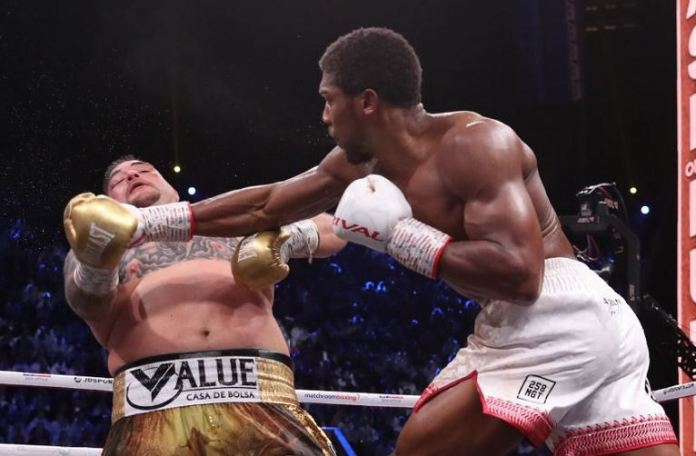 Anthony Joshua catches Andy Ruiz with a right hand