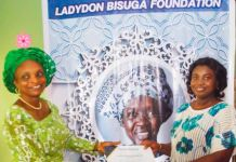 Mrs Omotayo Adesanya presenting a Ladydon bisuga grant to a beneficiary