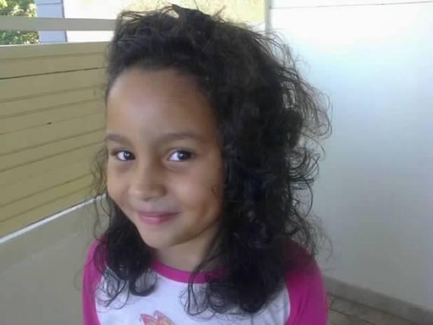 Maeline cheveux bouclés