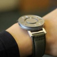 Ένα ρολόι για άτομα με προβλήματα όρασης