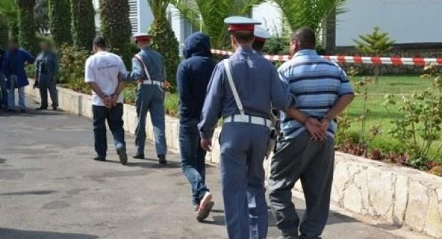 إعتقال 3 شبان صوروا وابتزوا وهددوا تلميذة بنشر صورها على الفايس