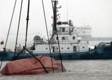 غرق عَبَّارَة يخلف 55 قتيلاً بينهم 12 طفلاً