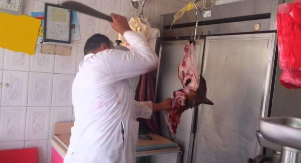 جزار يضع حداً لحياته بواسطة سكين للجزارة