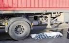 شاحنة تهشم رأس مهاجر سري بعد أن تسلل تحتها