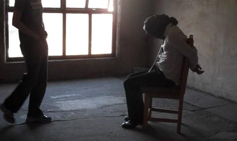 هوارة… تحديد هوية الشخص الذي قام باحتجاز ممرض وحارس أمن خاص