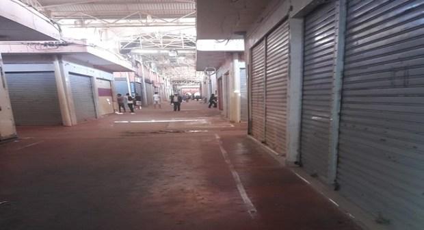 تجار سوق الأحد بأكادير يغلقون محلاتهم احتجاجا على تحرير الملك العمومي