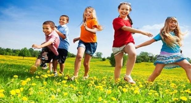 اللعب في الهواء الطلق يحمي الأطفال من مرض خطير!