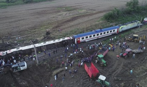 مصرع 7 أشخاص وإصابة 46 آخرين في حادث قطار بتركيا