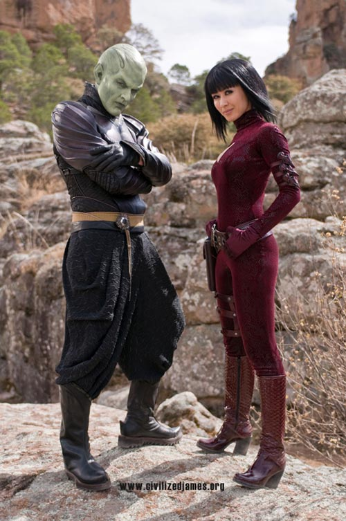 Eso es Piccolo, junto a su compañera en esto de ser malo, una maciza asiática anónima