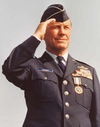https://i2.wp.com/www.chuckyeager.com/wp-content/uploads/2011/06/YeagerSalutingAtRetirement.jpg