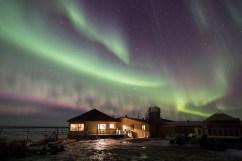 Northern lights over Seal River Heritage Lodge.