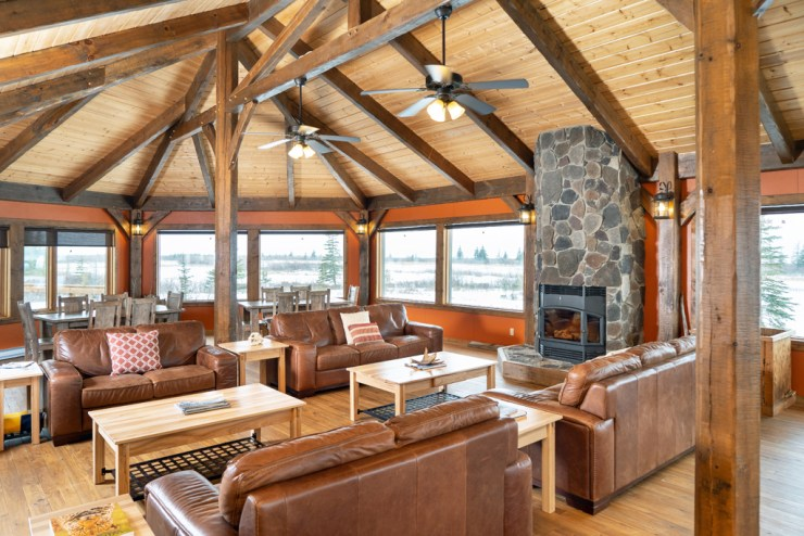 Lounge at Nanuk Polar Bear Lodge. Scott Zielke photo.