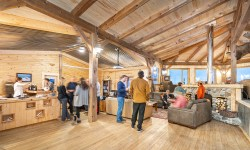 happy-hour-lounge-churchill-wild-seal-river-heritage-lodge-scott-zielke