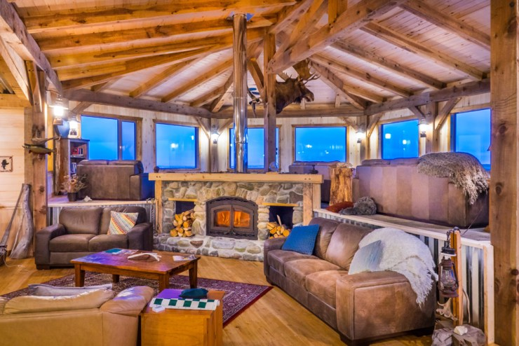 Lounge at Seal River Heritage Lodge. Jad Davenport photo.