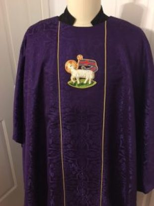 chasuble-triumphant-lamb