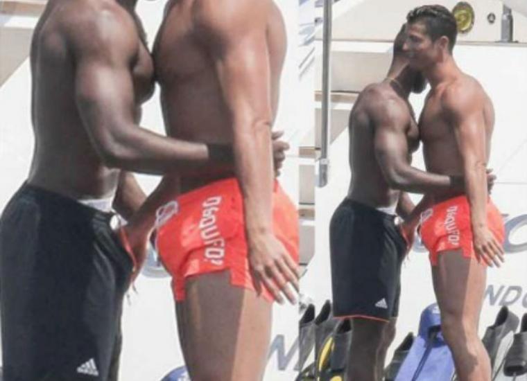 Cristiano Ronaldo de vacaciones saluda tocándole el pene a su amigo en un yate.