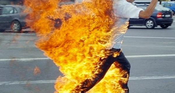 Mujer prende en fuego a su marido tras encontrarlo violando a su hija de 7 años.