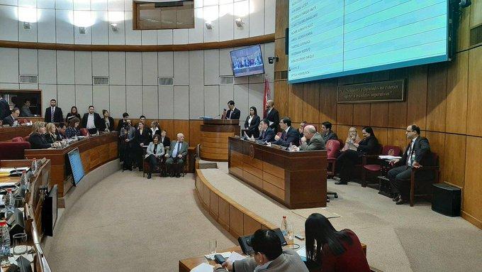Los Senadores homenajearon a Nizugan