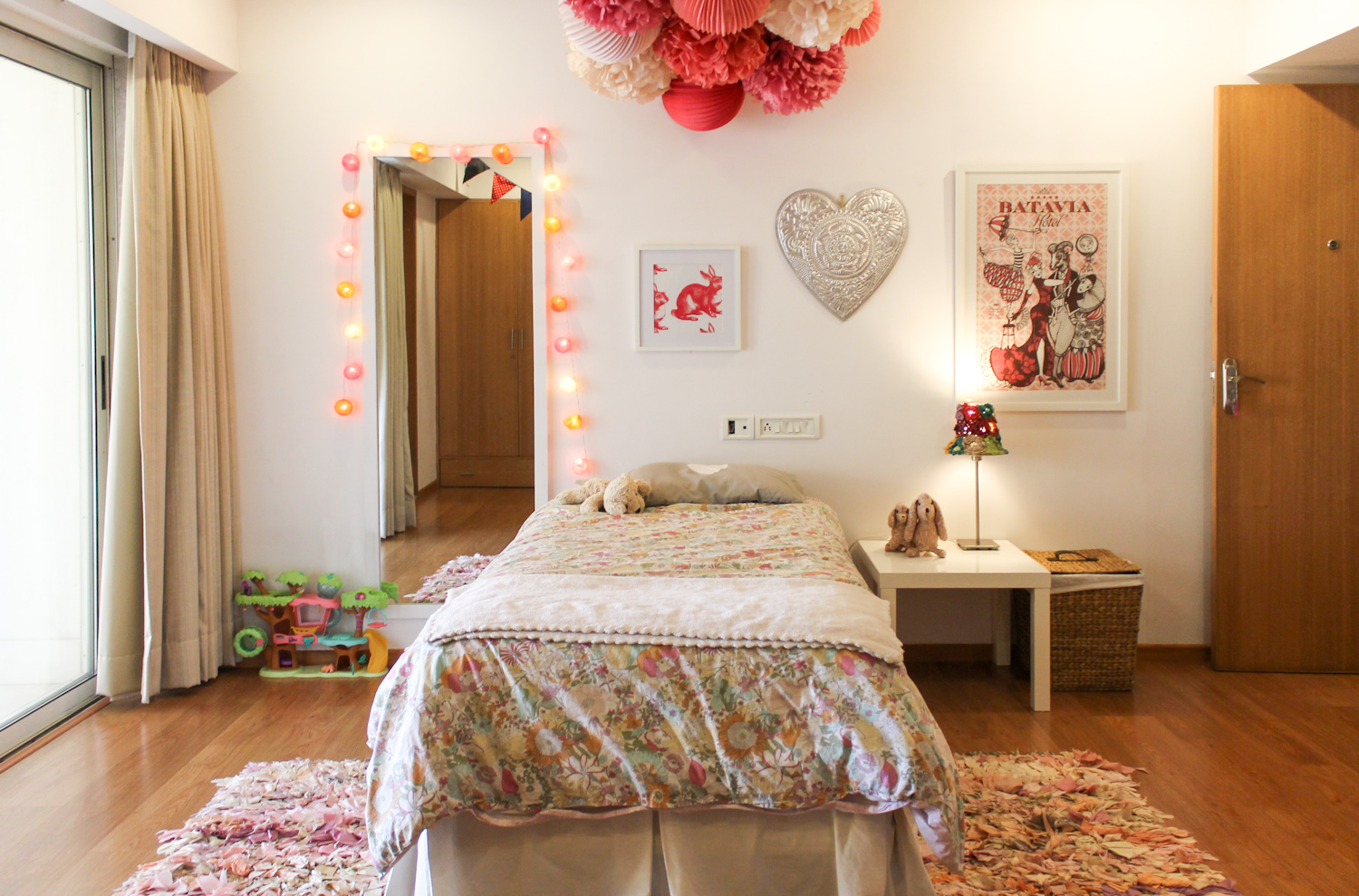 Kids Room with Pom-poms 3