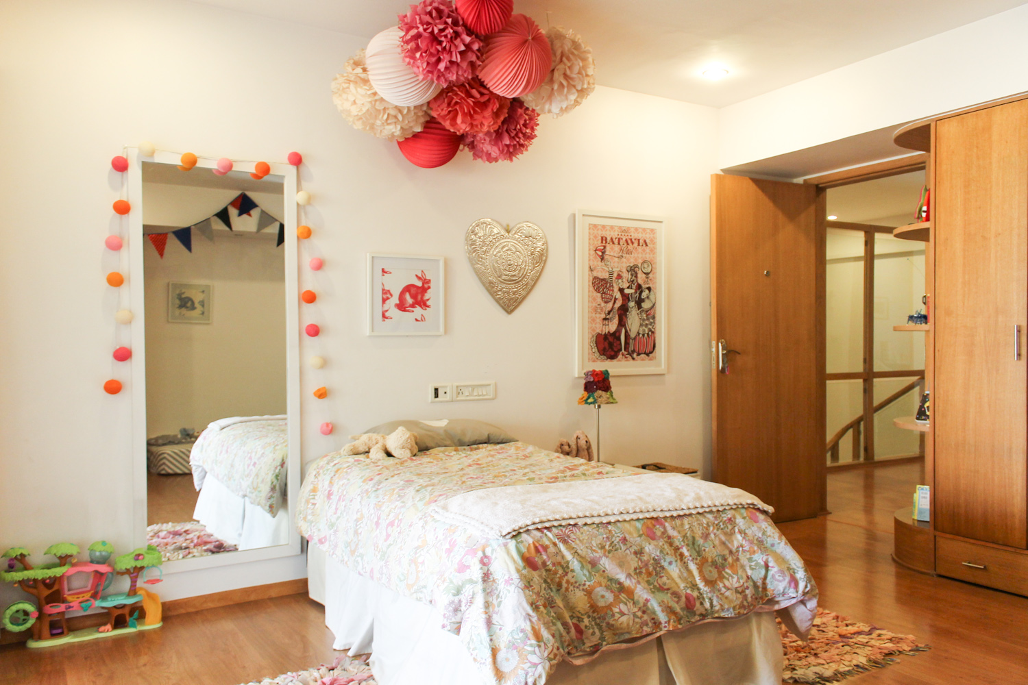 Kids Room with Pom-poms-4