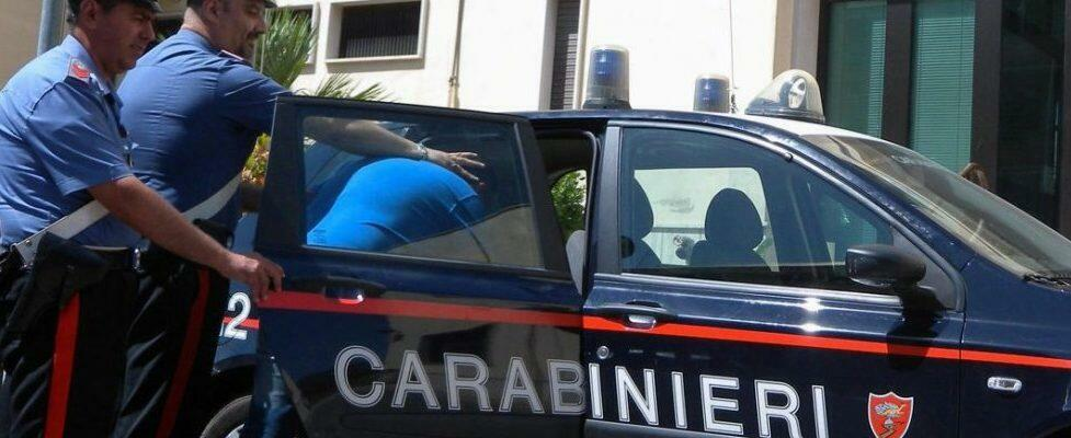Ossessionato dai gratta e vinci estorceva soldi ai genitori, madre disperata chiama i carabinieri