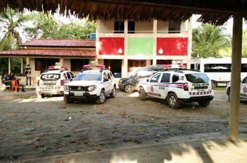 Polícia encontra depósito de armas e bebidas de milícia composta por militares