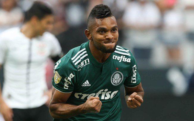 Palmeiras vence Corinthians em jogo brigado e com duas expulsões
