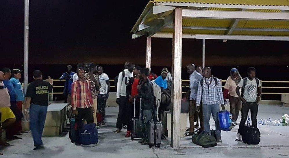 Barco à deriva com 25 imigrantes é resgatado na costa do Maranhão, diz governo do Estado