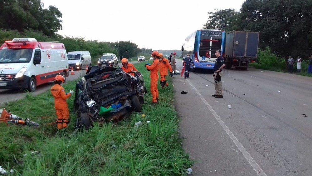 Colisão entre ônibus e automóvel deixa cinco mortos na BR-135 no Maranhão