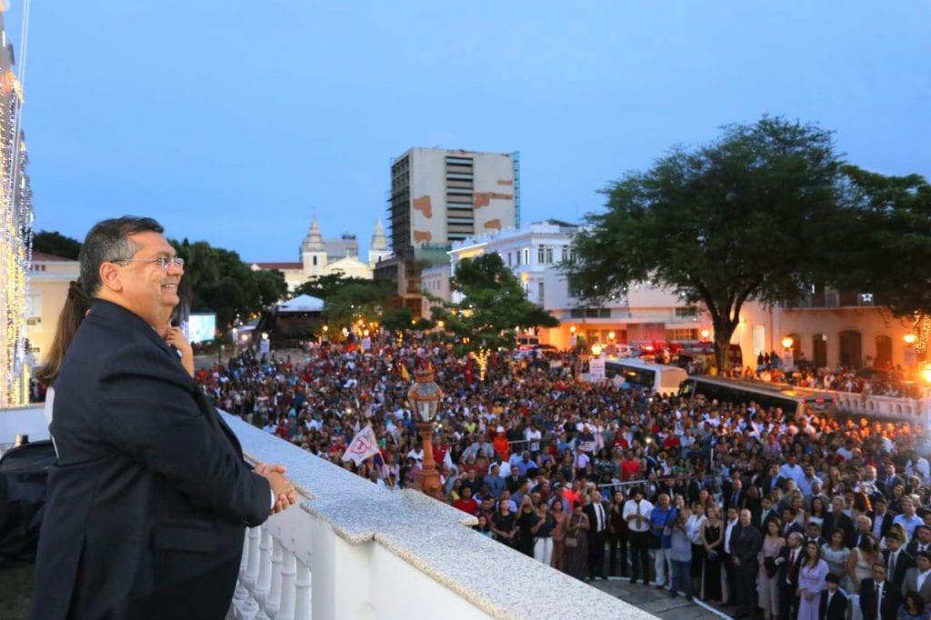 Flávio Dino é reconduzido ao cargo de governador diante de grande público