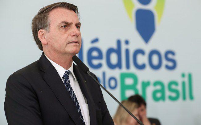 "Bolsonaro acusa médicos cubanos de ""células da guerrilha"""