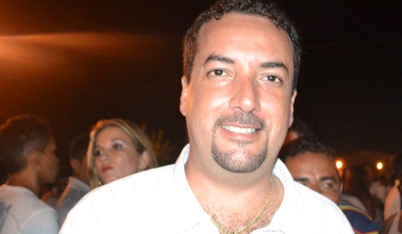 Ex-prefeito é condenado por atrasar salários de servidores
