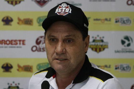 Sampaio renova com João Brigatti