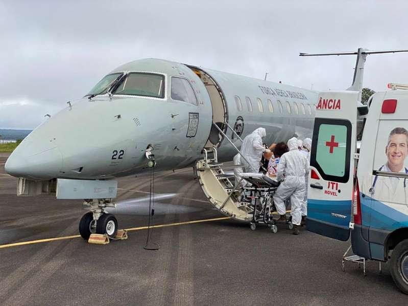 Pacientes de Manaus começaram a ser transferidos a oito Estados, diz ministério