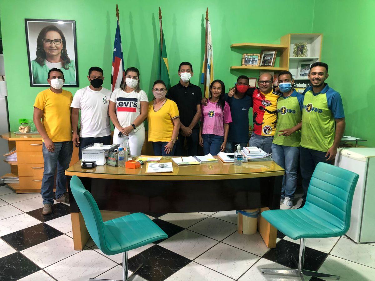 Campeões da etapa do Campeonato Brasileiro de Tênis de Mesa visitam gestora Iracy Weba