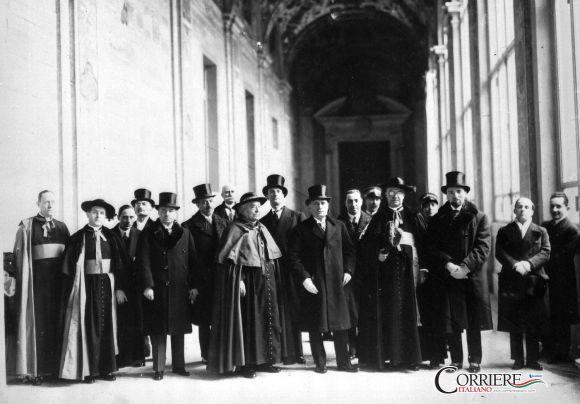 Patti lateranensi, firmati dal cardinale segretario di Stato Pietro Gasparri e il presidente del Consiglio Benito Mussolini, 11 febbraio 1929.