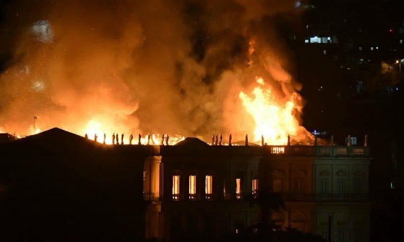 Incêndio no Museu Nacional: reflexo de um governo que não se importa com ciência e cultura