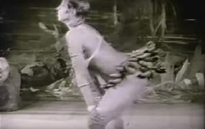 La mujer que triunfó con una falda de bananas.
